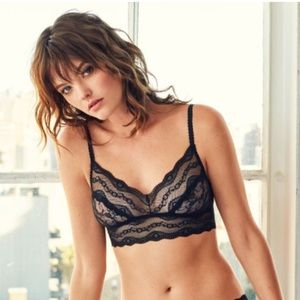 Black Wireless Lace Kiss Bralette L NWT